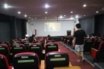 講堂では式や英語の映画